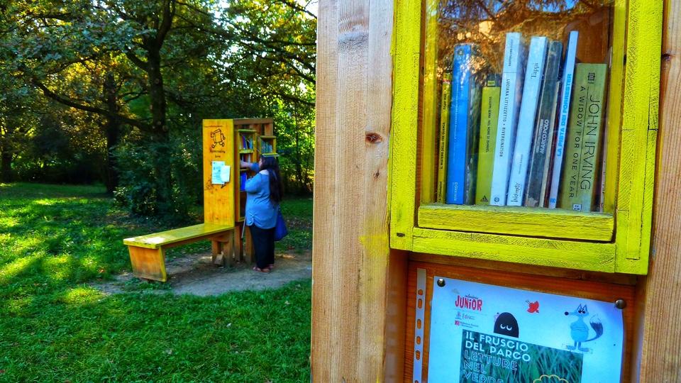 Lettori al bookcrossing zone di Rivalta