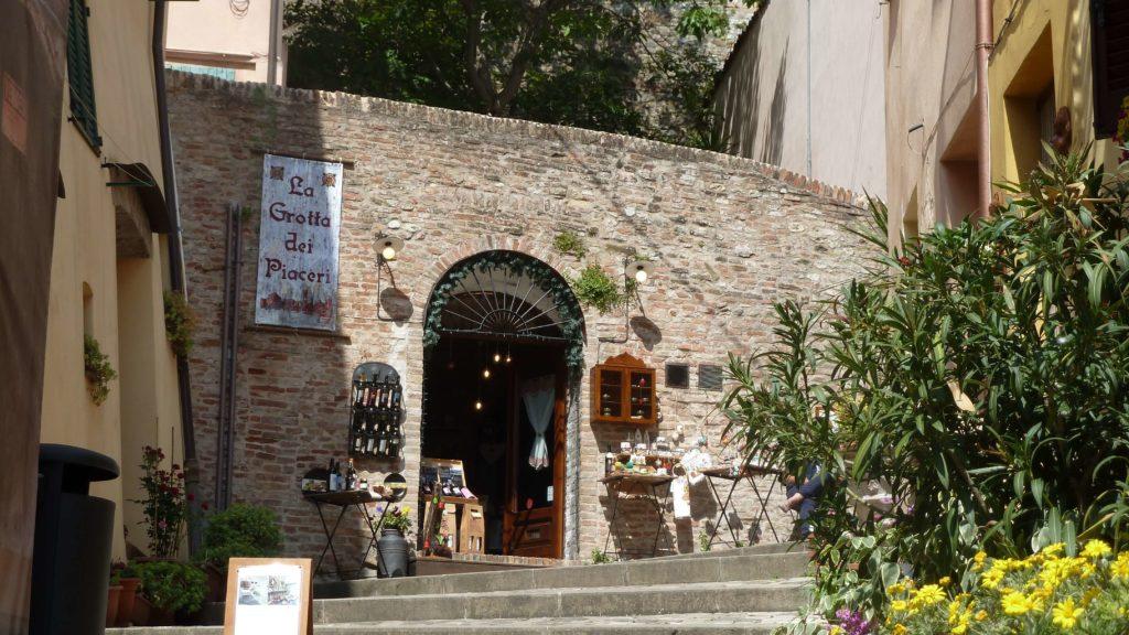 Santarcangelo-di-Romagna-balconi-fioriti