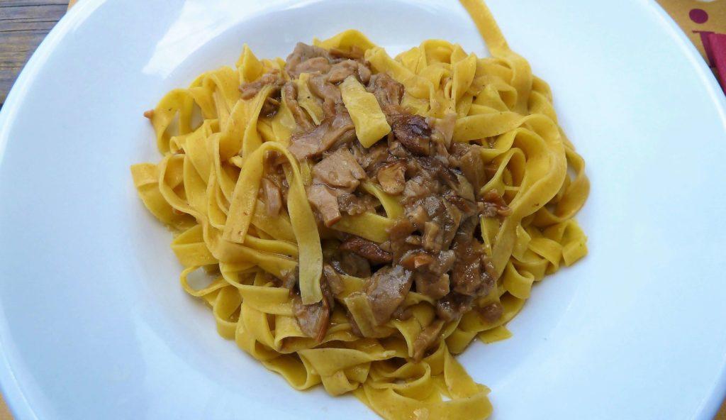 Tagliatelle-con-i-funghi-al-Rifugio-Lagdei