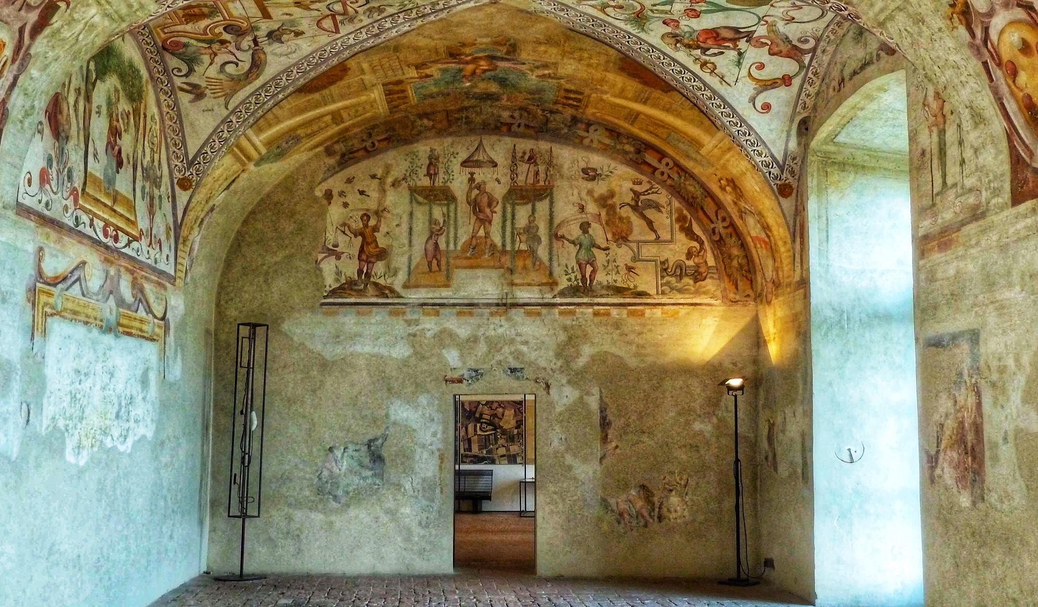 grottesche-al-castello-di-Torrechiara